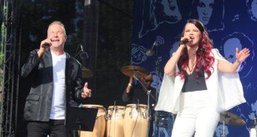 """Petri Laaksonen ja Saara Aalto lõid lauluga """"Eestlane olen ja eestlaseks jään"""" Vabaduse väljaku särama + FOTOD!"""
