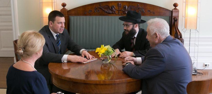 Peaminister Jüri Ratas kohtus Stenbockis Eesti Juudiusu Koguduse esimehe Boris Oksa ja pearabi Šmuel Efraim Kotiga