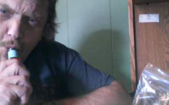Täiesti pöörane tegu: Mees suitsetas endale maailma tuliseimat tšillit sisse + VIDEO!