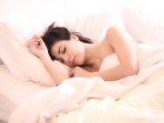 Kas magad alati voodi kindlal poolel? Peaksid vahepeal partneriga pooli vahetama – üllatute mõlemad!