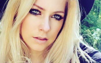 Vapustav vandenõuteooria: Avril Lavigne on juba 13 aastat surnud!