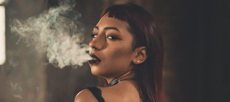 UURING: Saa teada, mis juhtub naisega, kui ta suitsetab enne vahekorda kanepit