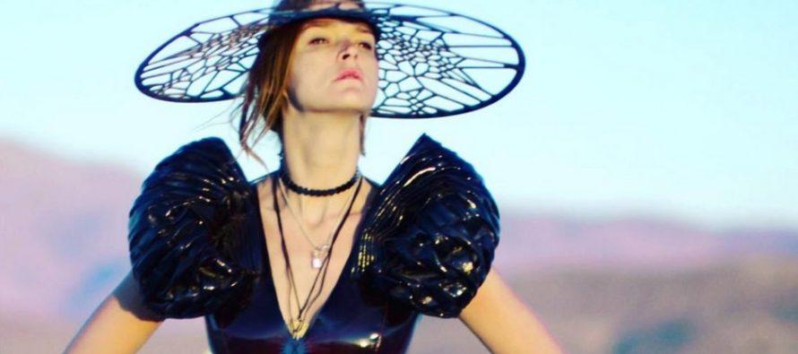 """Carmen Kass kandis """"Burning Man"""" festivalil Liisi Eesmaa loomingut + FOTOD!"""