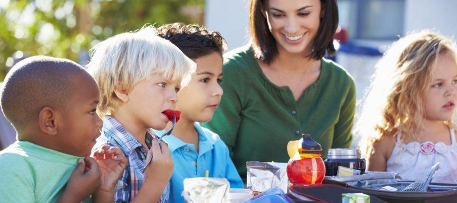 Helsingi mänguväljakutel pakutakse lastele terve suve vältel tasuta toitu