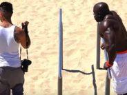 Katse: KEDA ERUTAB ROHKEM, kas mehi või naisi, kui tõeline musklimägi rannas särgita ringi käib?