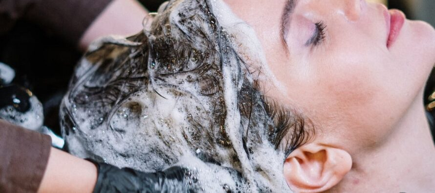 NENDEL lihtsatel ent olulistel põhjusel ei tasuks juukseid kunagi õhtuti pesta